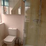 Hitchambury Manor room 18 bathroom