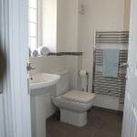 Hitchambury Manor bathroom